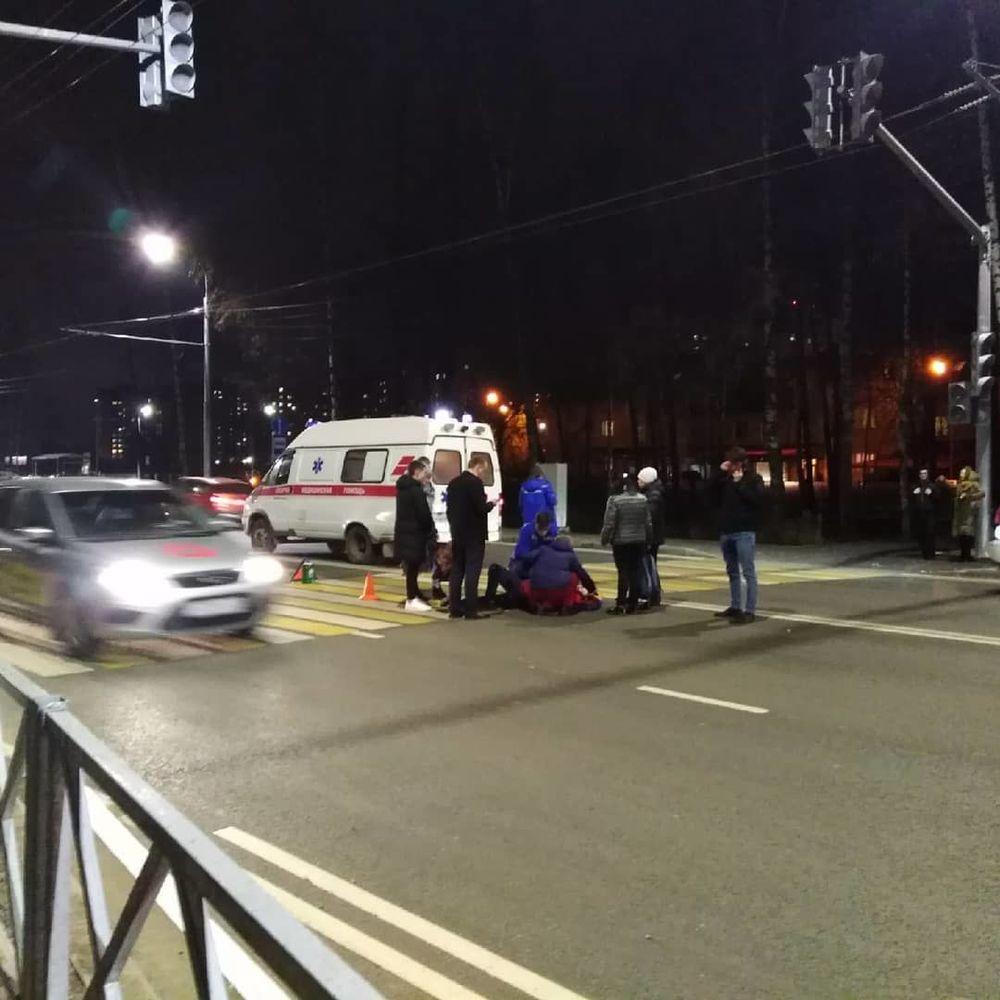 В Дзержинском районе на пешеходном переходе сбили девушку