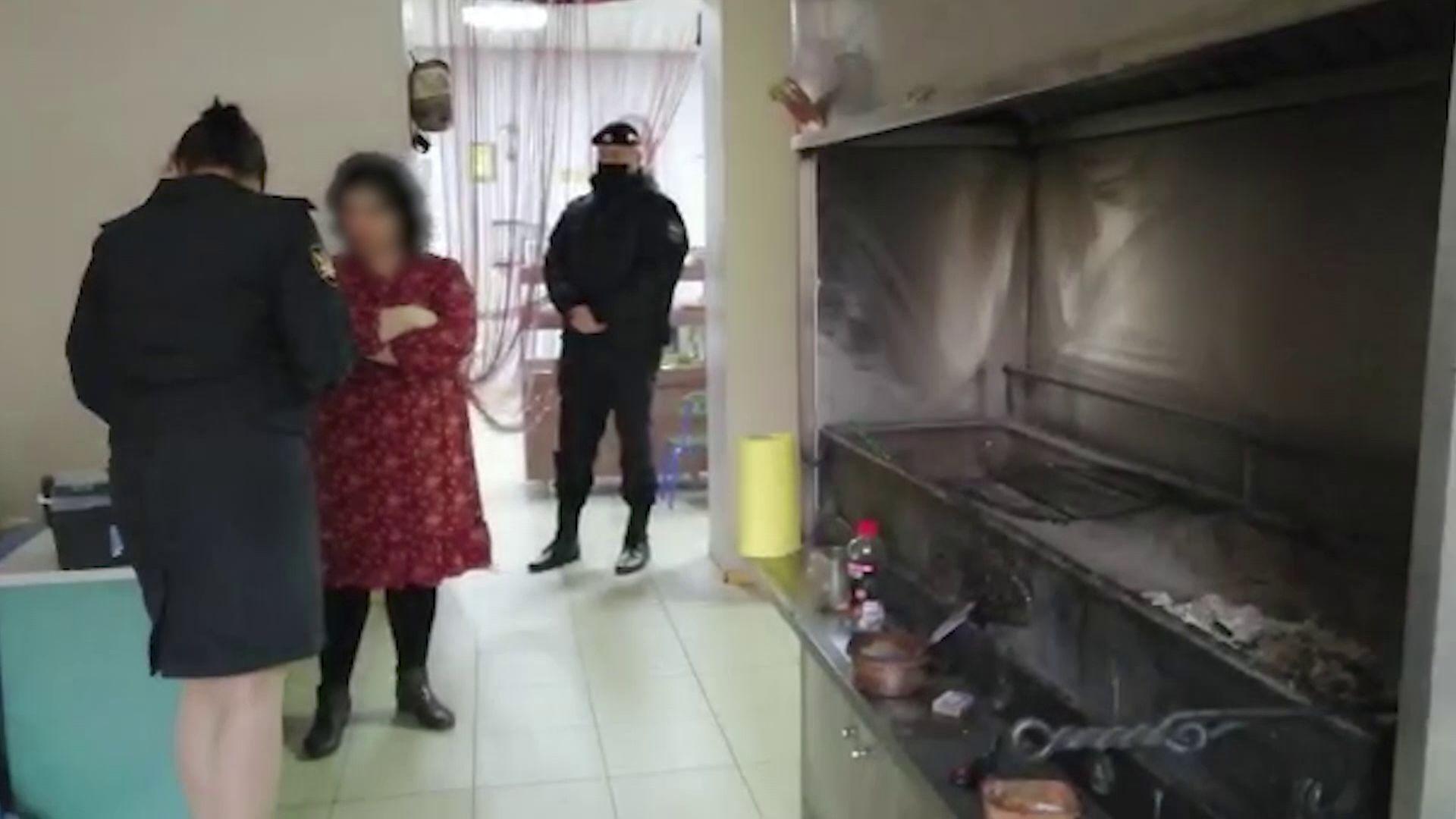 Хозяева кафе напали на судебных приставов, которые пришли закрыть заведение