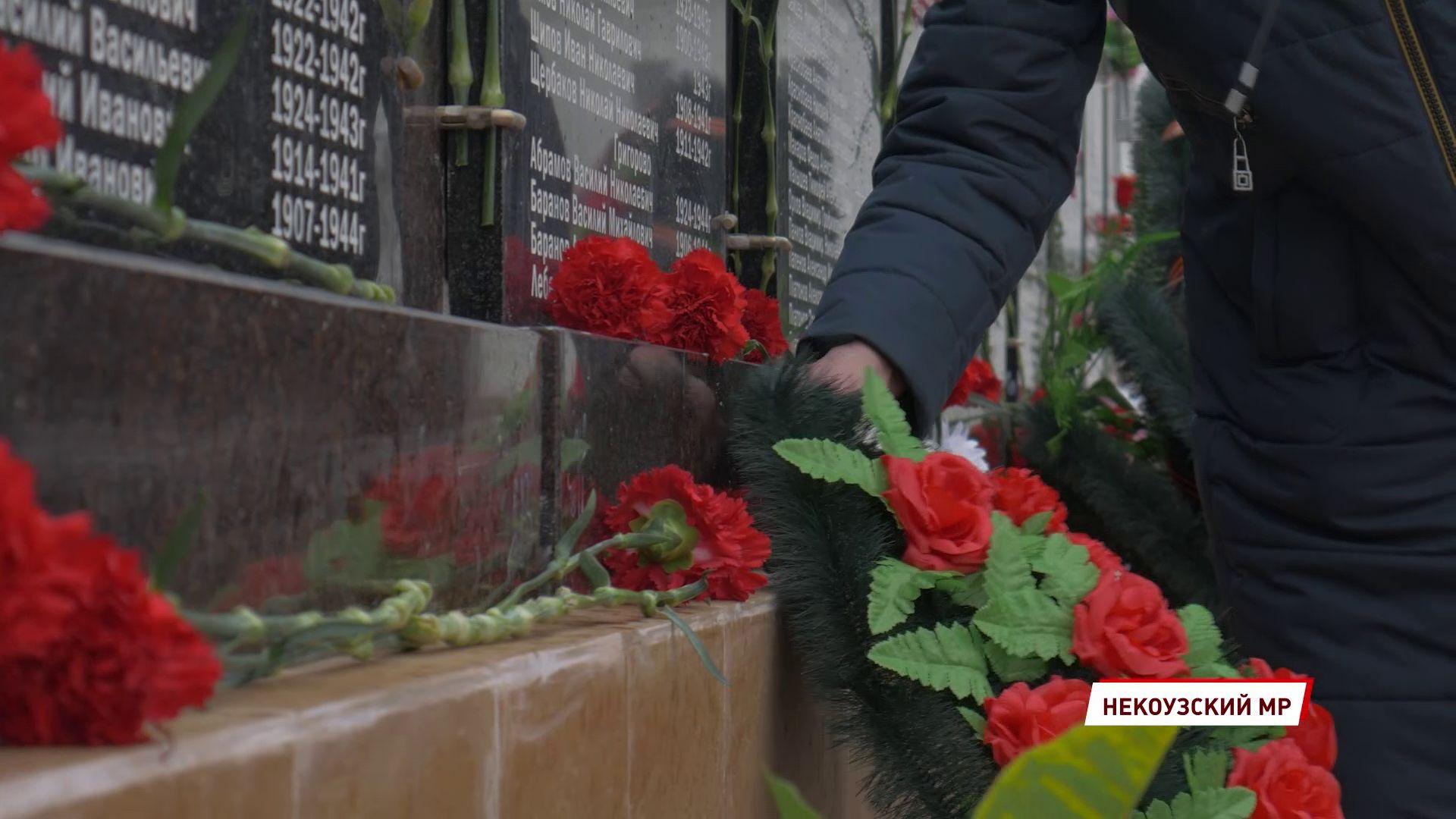 В селе Воскресенское открыли памятный мемориал павшим на войне землякам