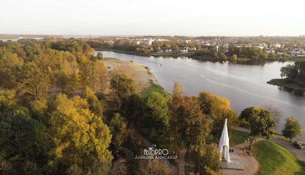 «Самое красочное, теплое и такое подходящее для нашего города время года»: осенний Ярославль показали с воздуха