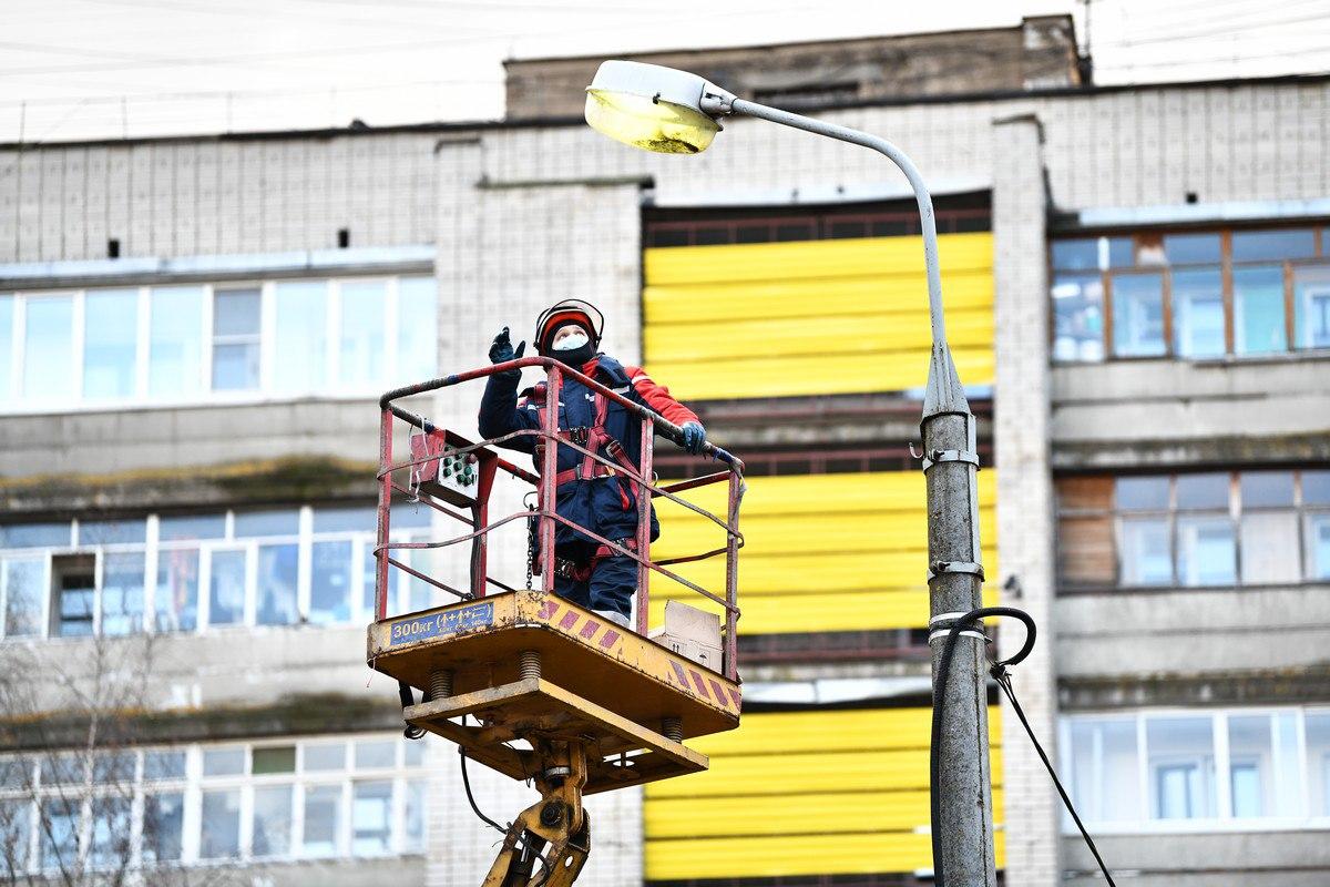 Обслуживание уличных фонарей в Ярославле ведется круглосуточно