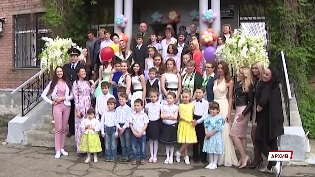 В Ярославской области в этом году приемных родителей обрели 124 ребенка-сироты
