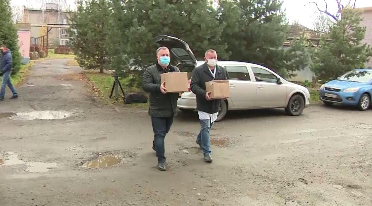 Депутаты вместе с крупной ярославской компанией передали средства защиты больнице имени Семашко