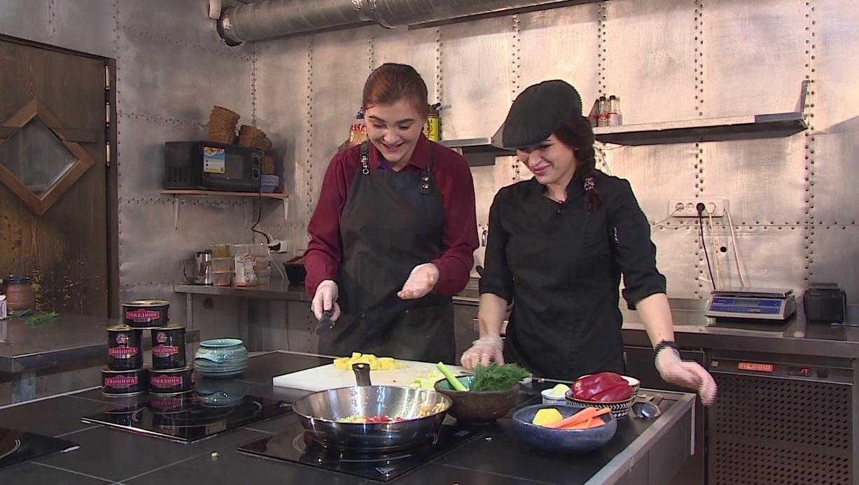 Утреннее шоу «Овсянка» от 09.11.20: общаемся с Александром Котовым и готовим овощное рагу с тушеной говядиной