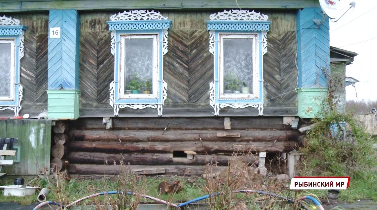 Жители поселка в Рыбинском районе пытаются добиться расселения аварийного дома