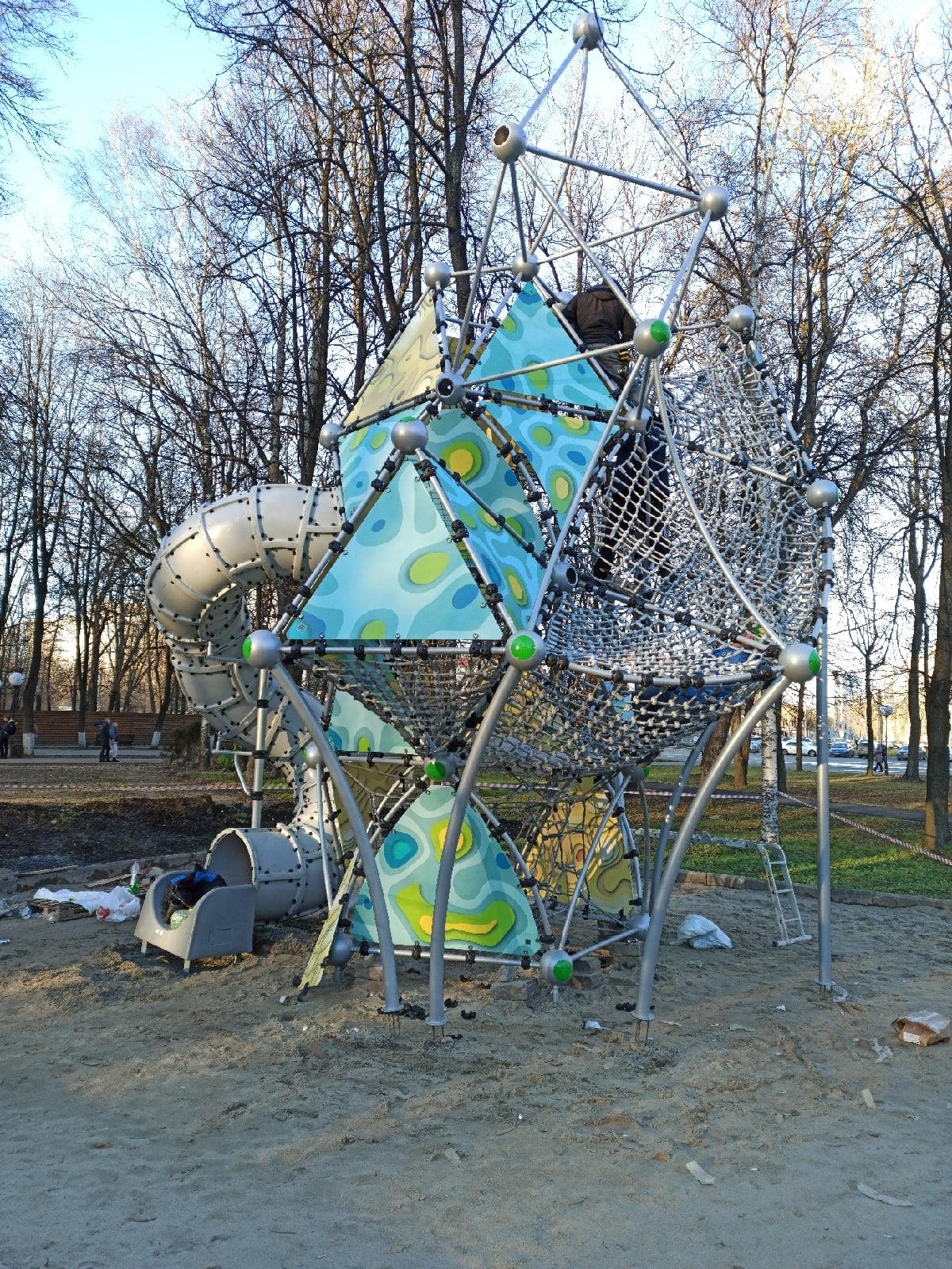В Юбилейном парке Ярославля монтируют «Ракету»
