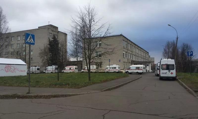 Департамент здравоохранения Ярославской области прокомментировал очереди из скорых у больницы в Рыбинске