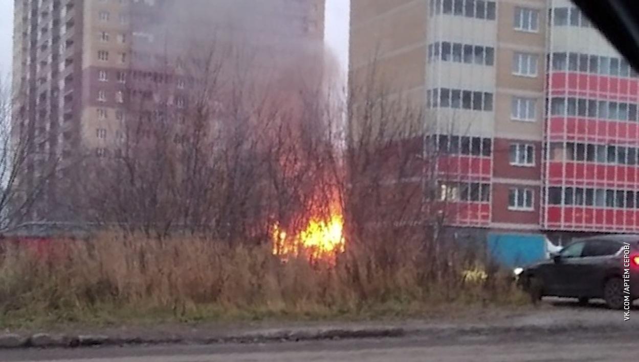 Одноэтажный дом вспыхнул на улице Щорса в Ярославле
