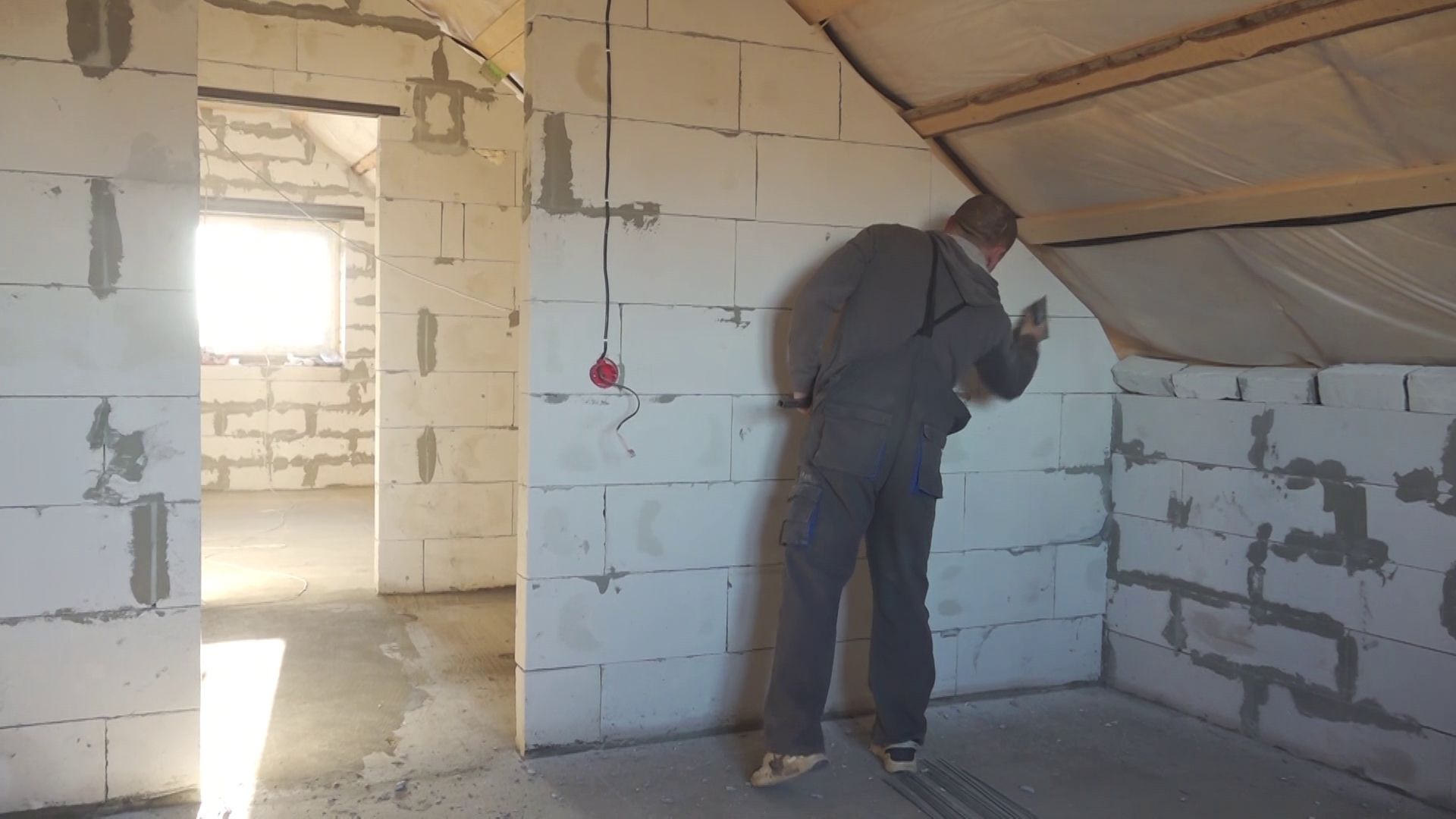 Украли систему теплоснабжения: многодетная семья вынуждена переехать в неотапливаемый дом