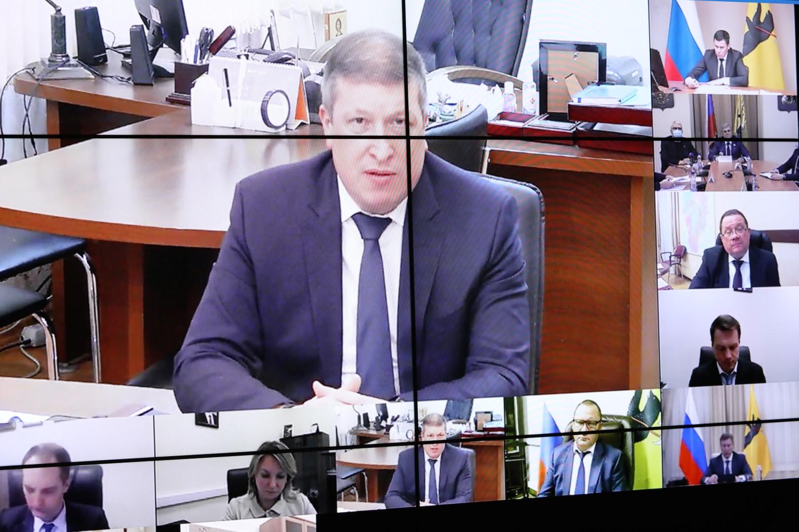 Дмитрий Миронов предложил лидерам фракций областной Думы разработать программы поддержки граждан в условиях пандемии