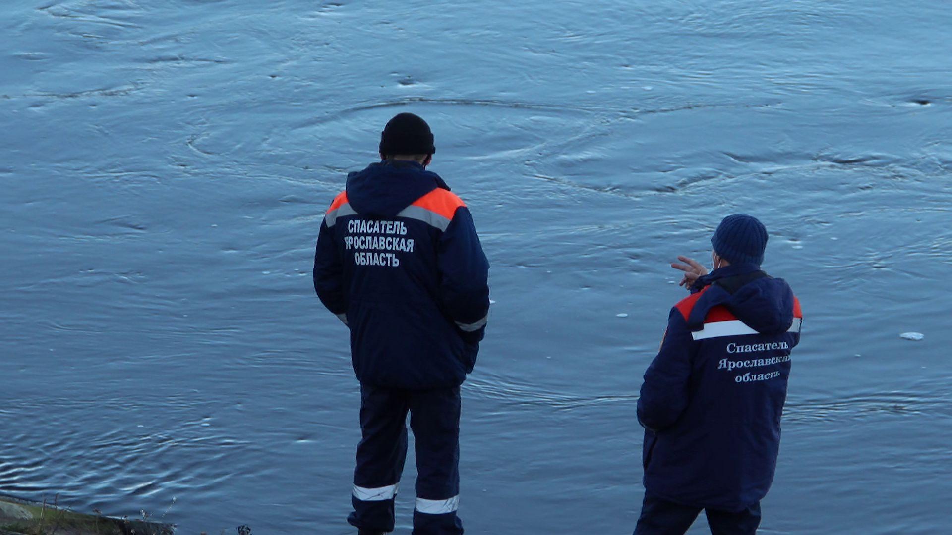 В Угличе наградили матроса, спасшего двух детей