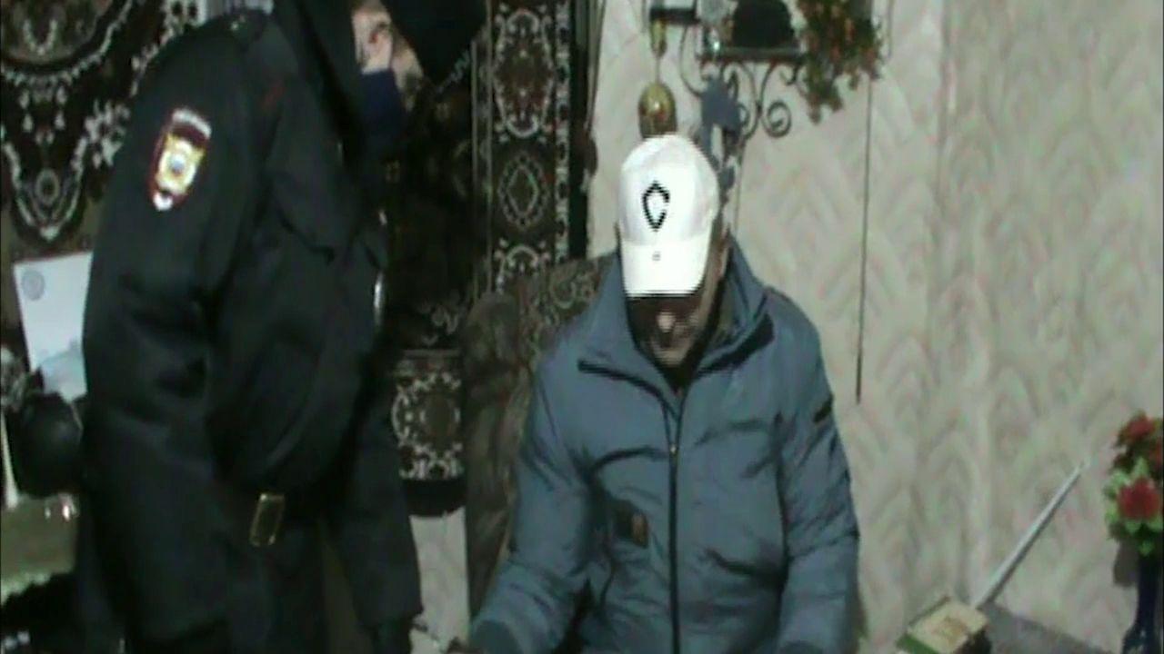 Подозреваемый в убийстве сожительницы рассказал, как прятал труп женщины в контейнер