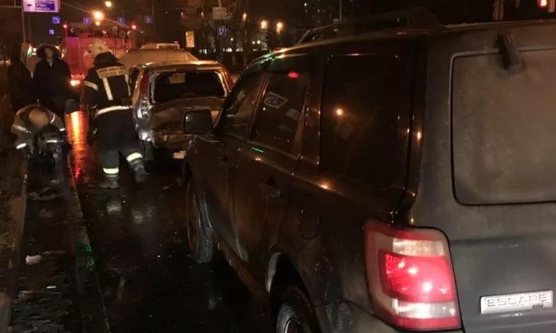 Женщина пострадала в тройном ДТП на Ленинградском проспекте в Ярославле