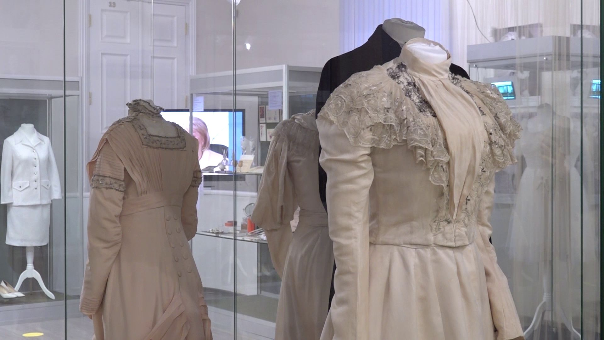 В Ярославском музее-заповеднике открылась выставка свадебных платьев
