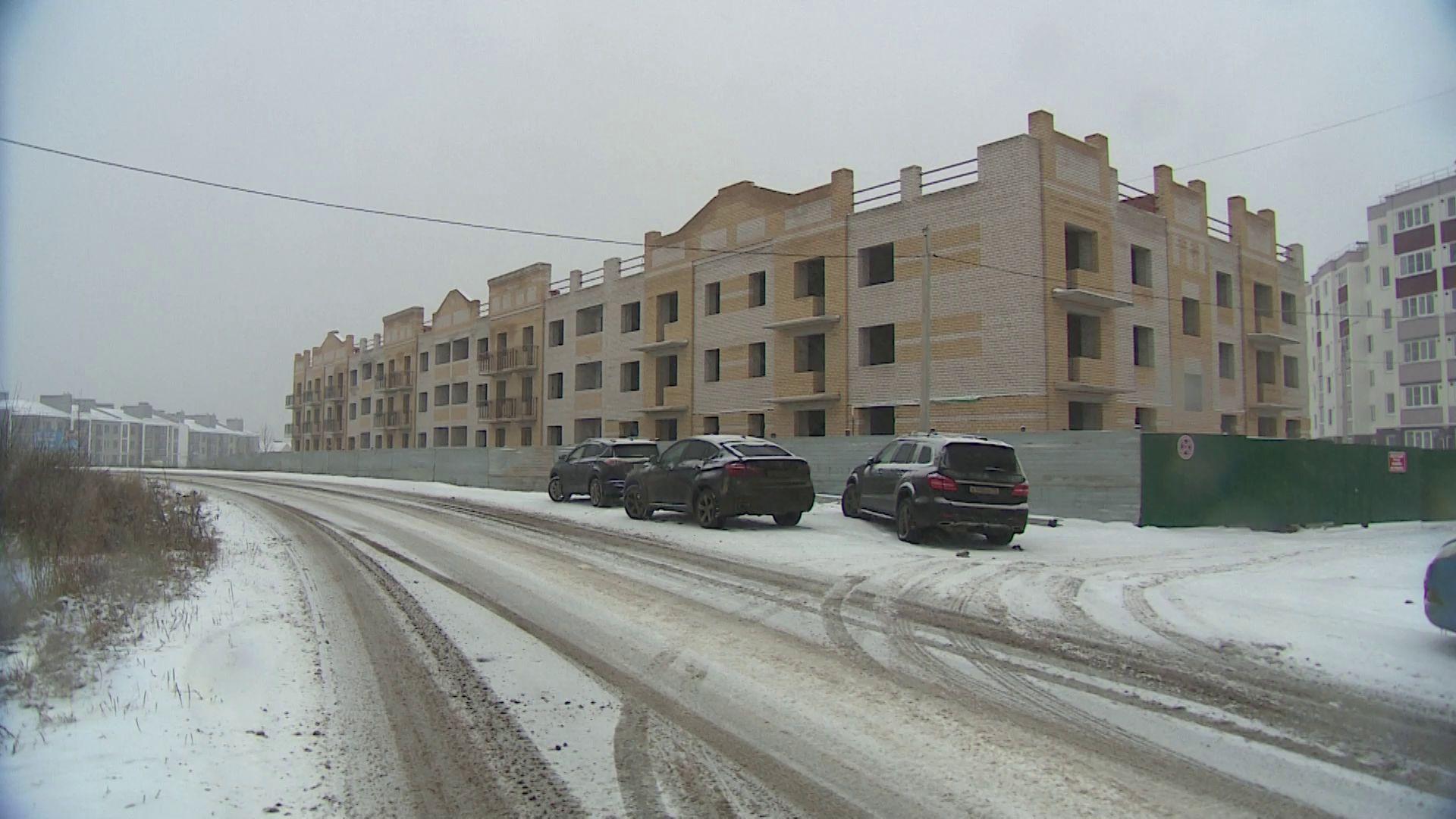 На долгострое в деревне Мостец впервые за три года возобновились работы