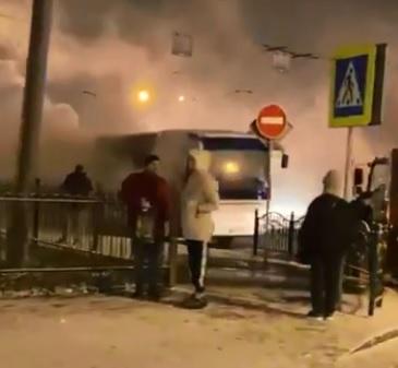 В центре Ярославля сгорел автобус