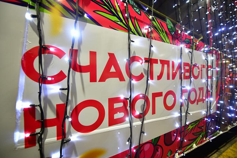 В Ярославле общественный транспорт украшают к Новому году