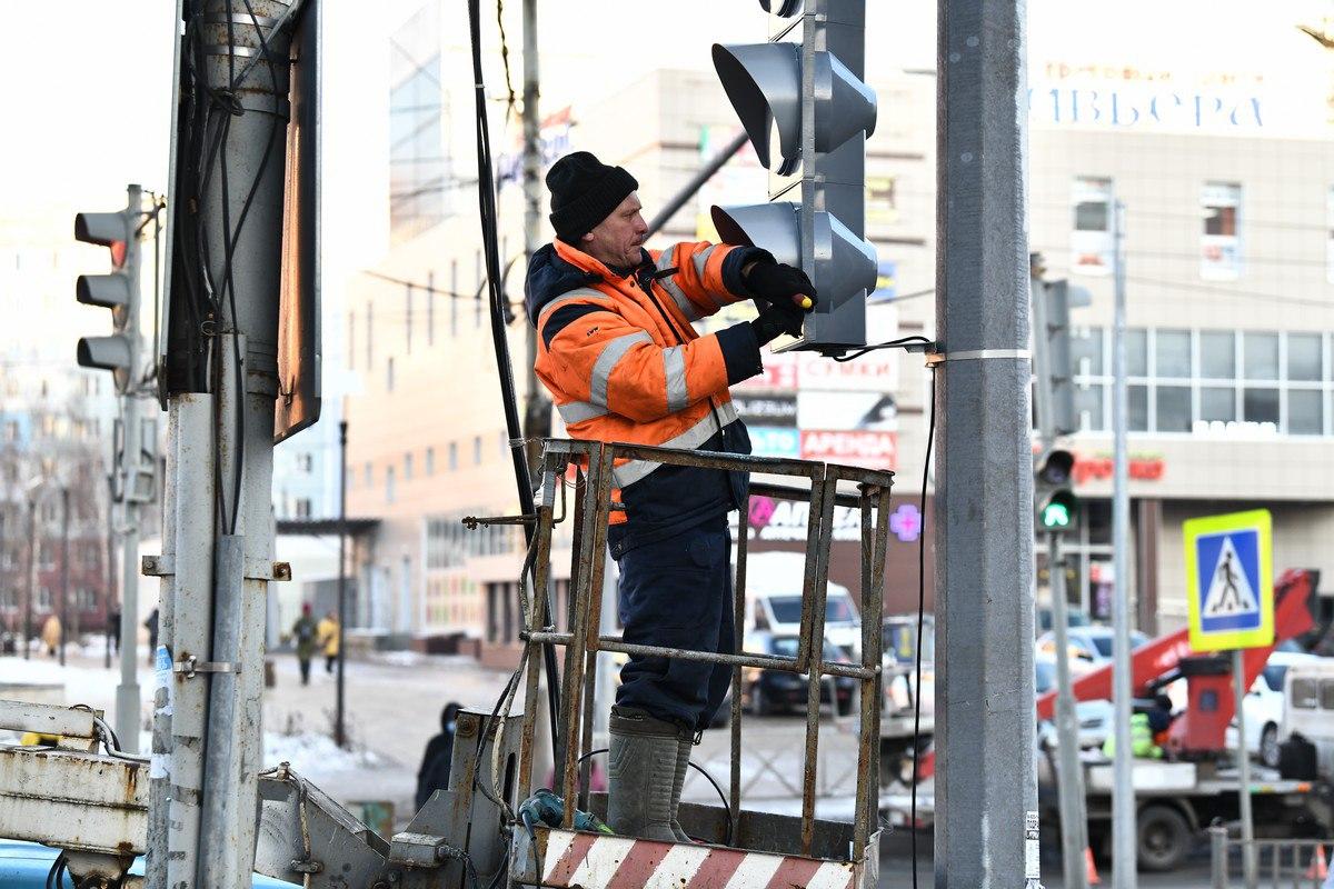 На проспекте Машиностроителей в Ярославле обновят четыре светофора