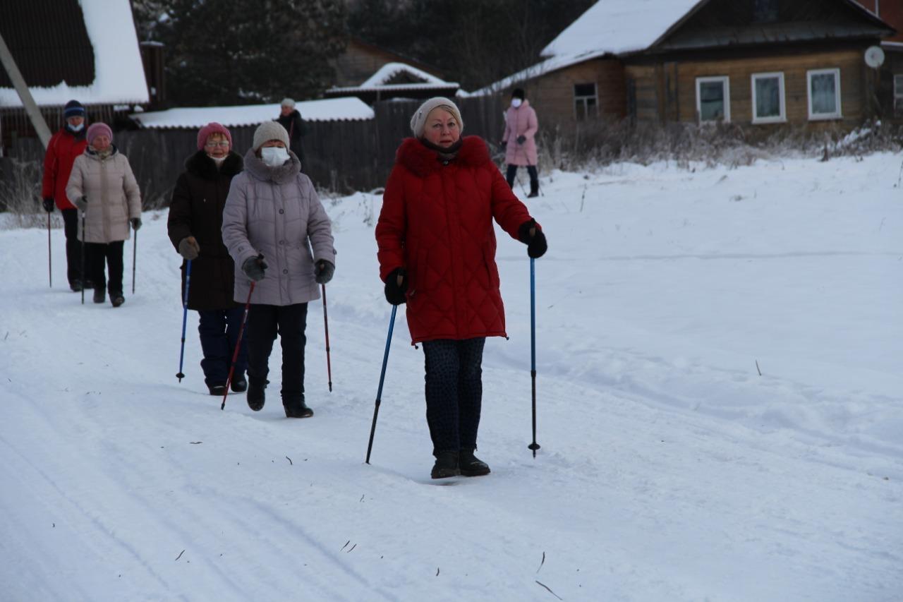 В Пошехонье прошел мастер-класс по скандинавской ходьбе