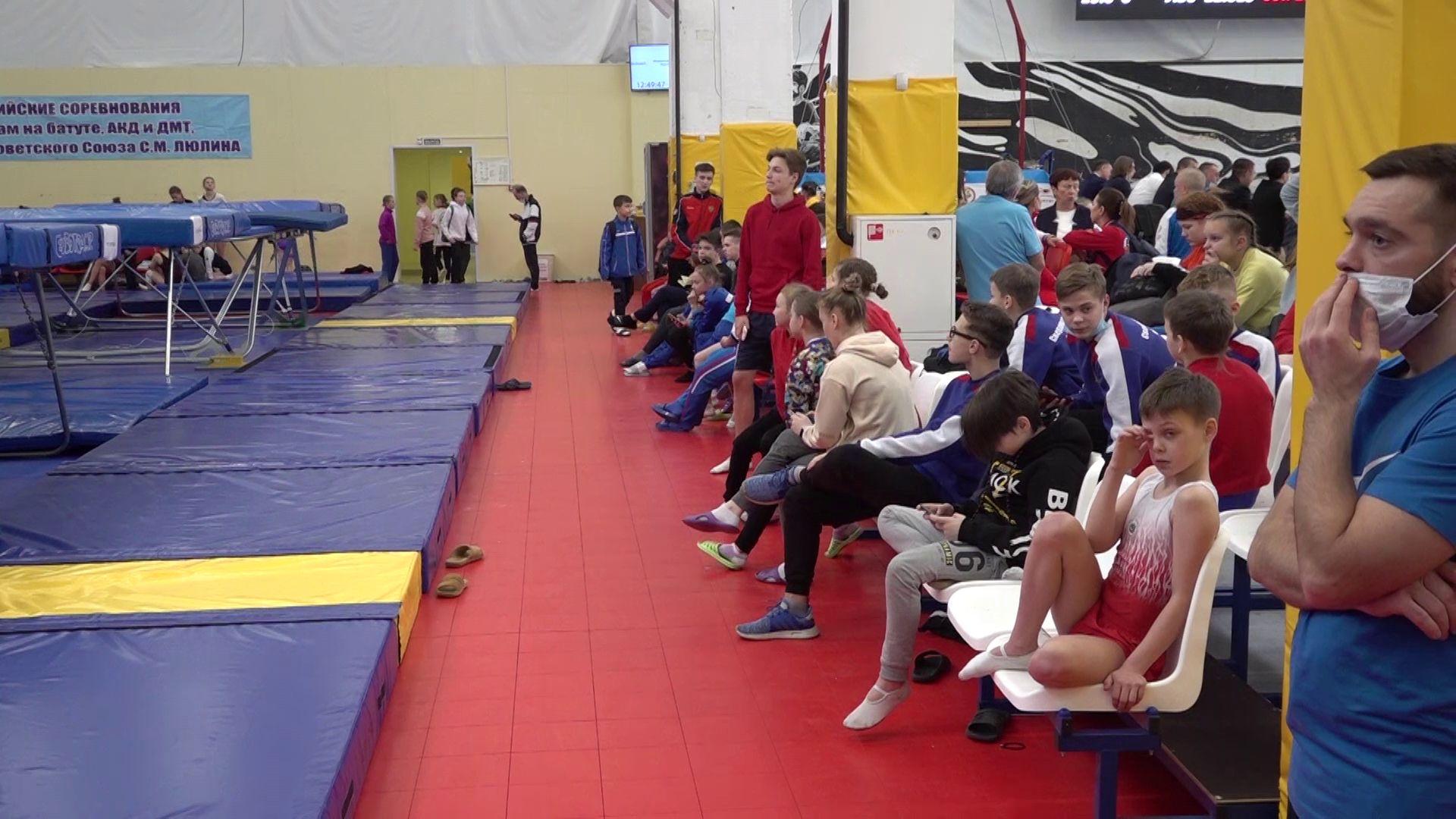 В Ярославле проходят Всероссийские соревнования по прыжкам на батуте