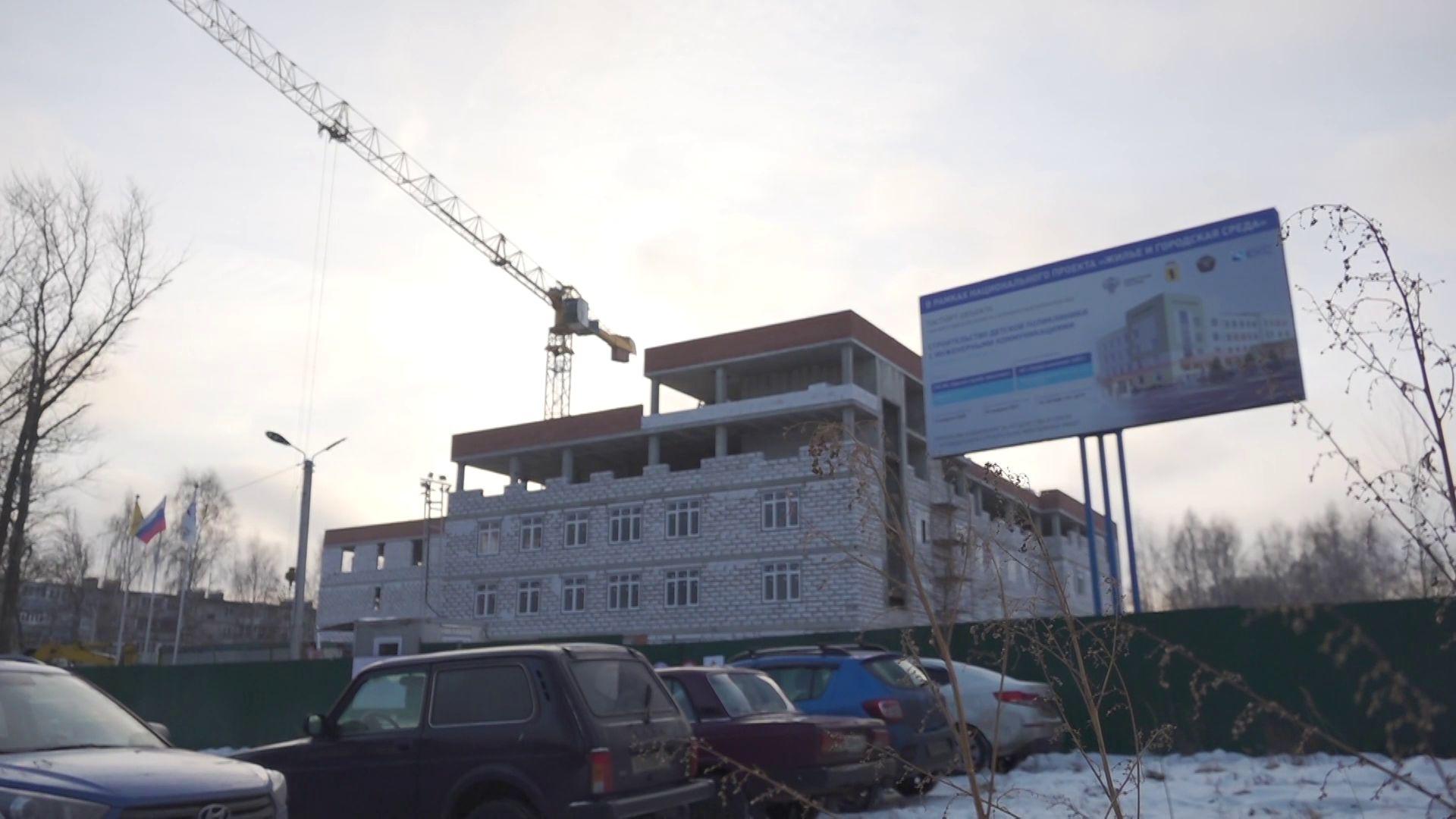 Во Фрунзенском районе продолжается строительство школы и детской поликлиники