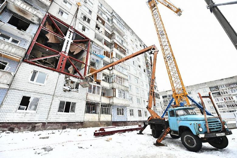 В пострадавшем от взрыва газа доме установили специальную укрепляющую раму