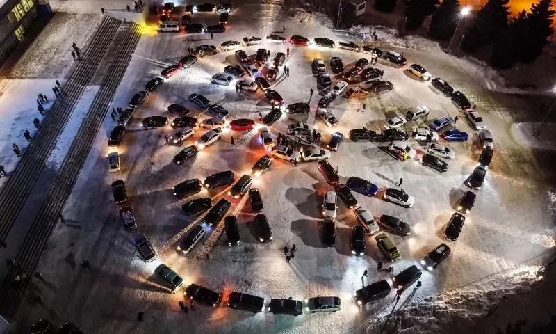 Более сотни автомобилей приняли участие во флешмобе в Рыбинске