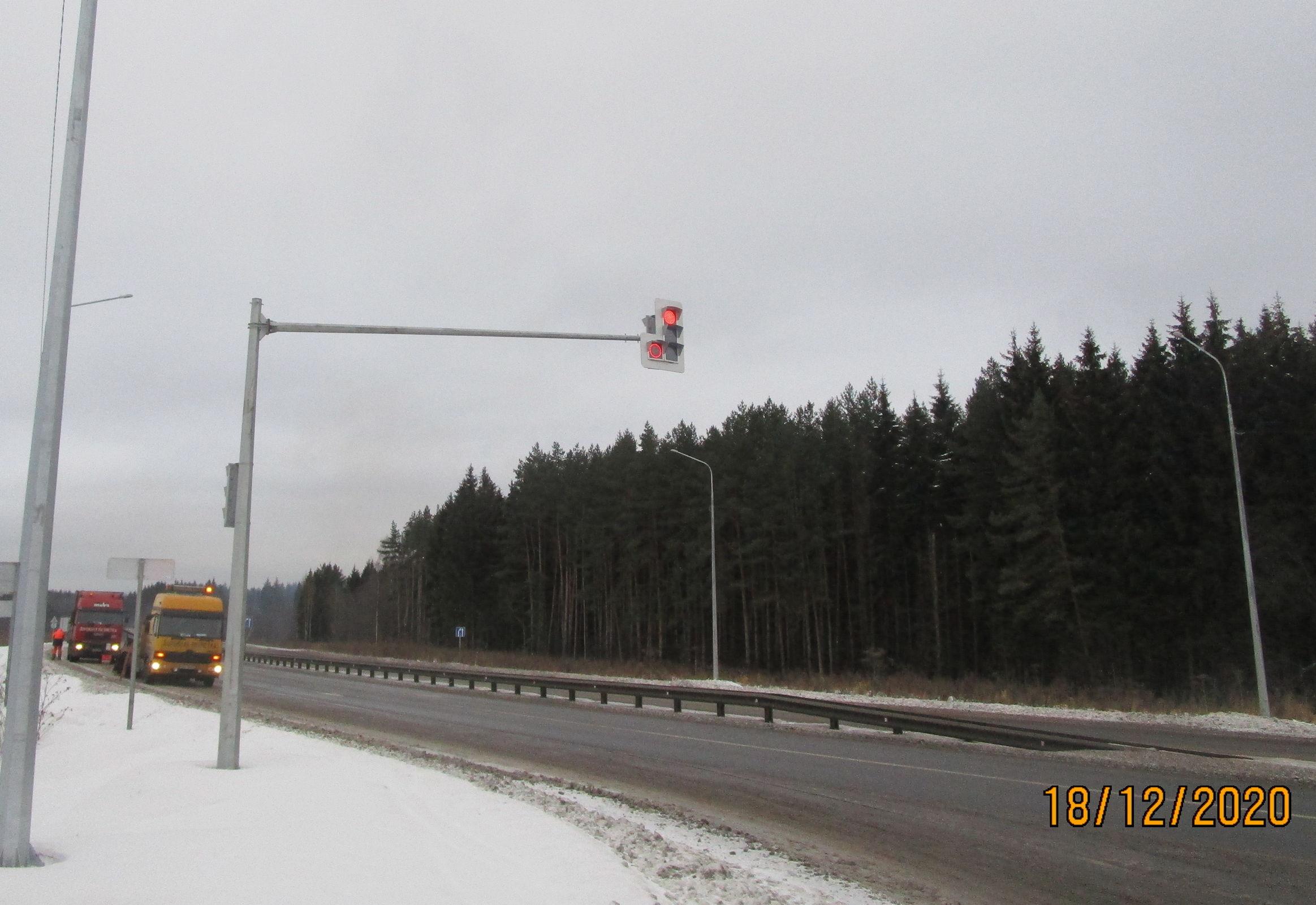 На девяти километрах дорог Ярославской области в этом году появились современные системы освещения