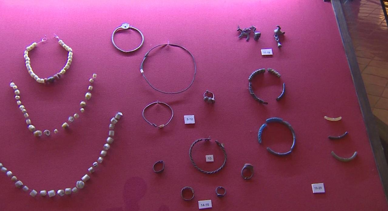 Утреннее шоу «Овсянка» от 23.12.20: узнаем новое о древних украшениях и оберегах и общаемся с фокусником-иллюзионистом