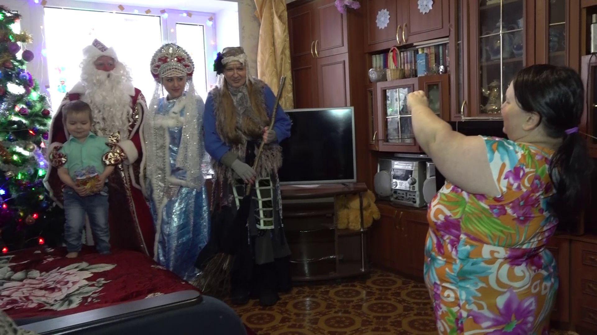 В Ярославле детей поздравляют волонтеры-аниматоры