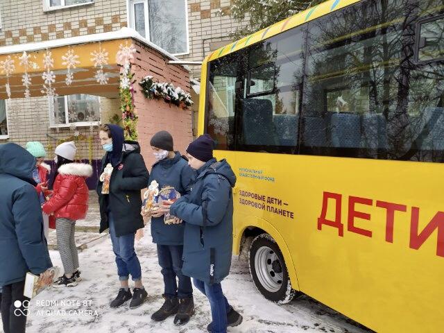 Воспитанники Переславского детского дома на Новый год получили школьный автобус