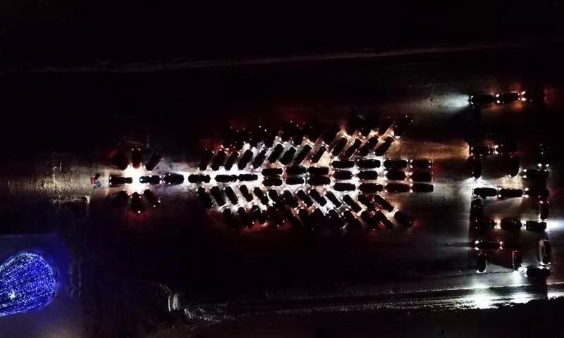 Ярославские автомобилисты устроили грандиозный новогодний флешмоб