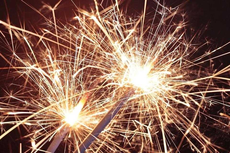 Коронавирусные послабления: проводить развлекательные мероприятия в новогоднюю ночь разрешили гостиницам