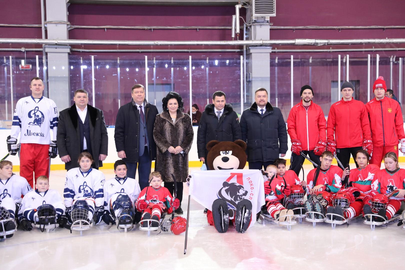 Дмитрий Миронов посетил первый в Ярославле матч по следж-хоккею