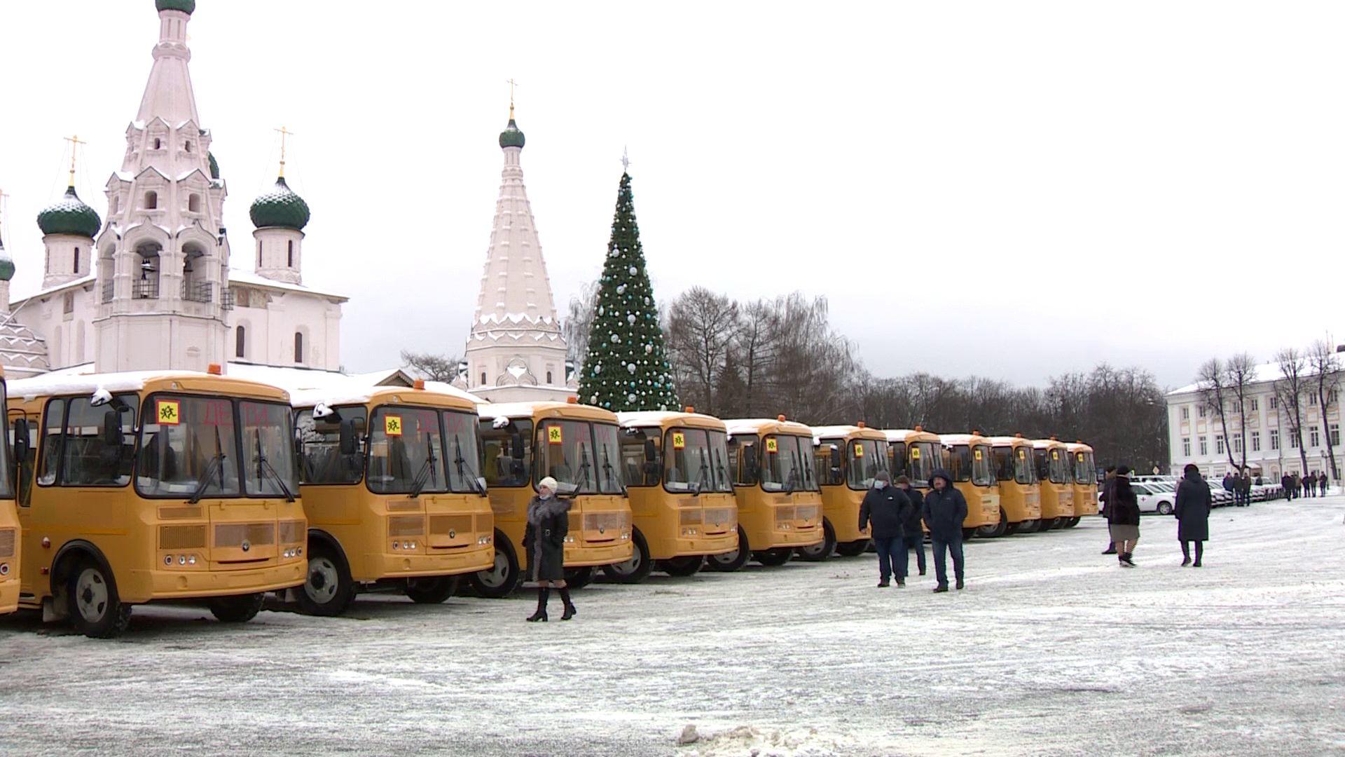 На закупку нового школьного и медицинского транспорта ушло более 479 миллионов рублей