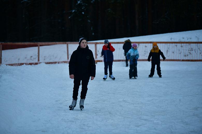 В Заволжском районе каток на лыжной базе стал бесплатным