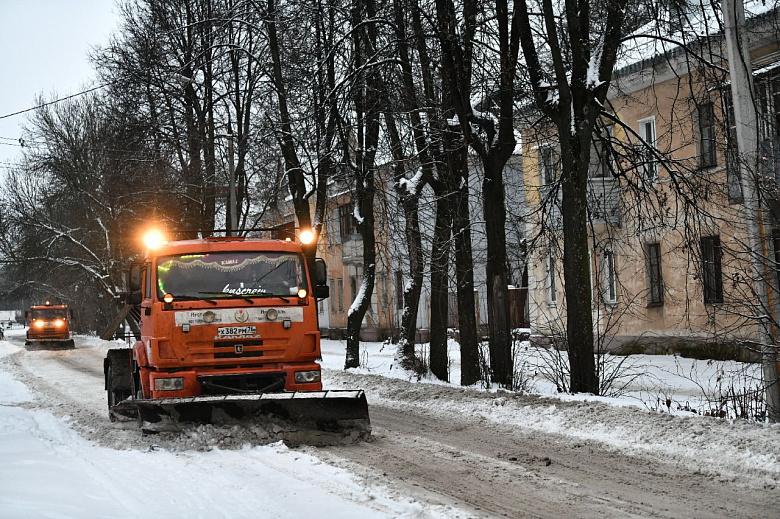 В Ярославле усилили уборку улиц от снега и наледи
