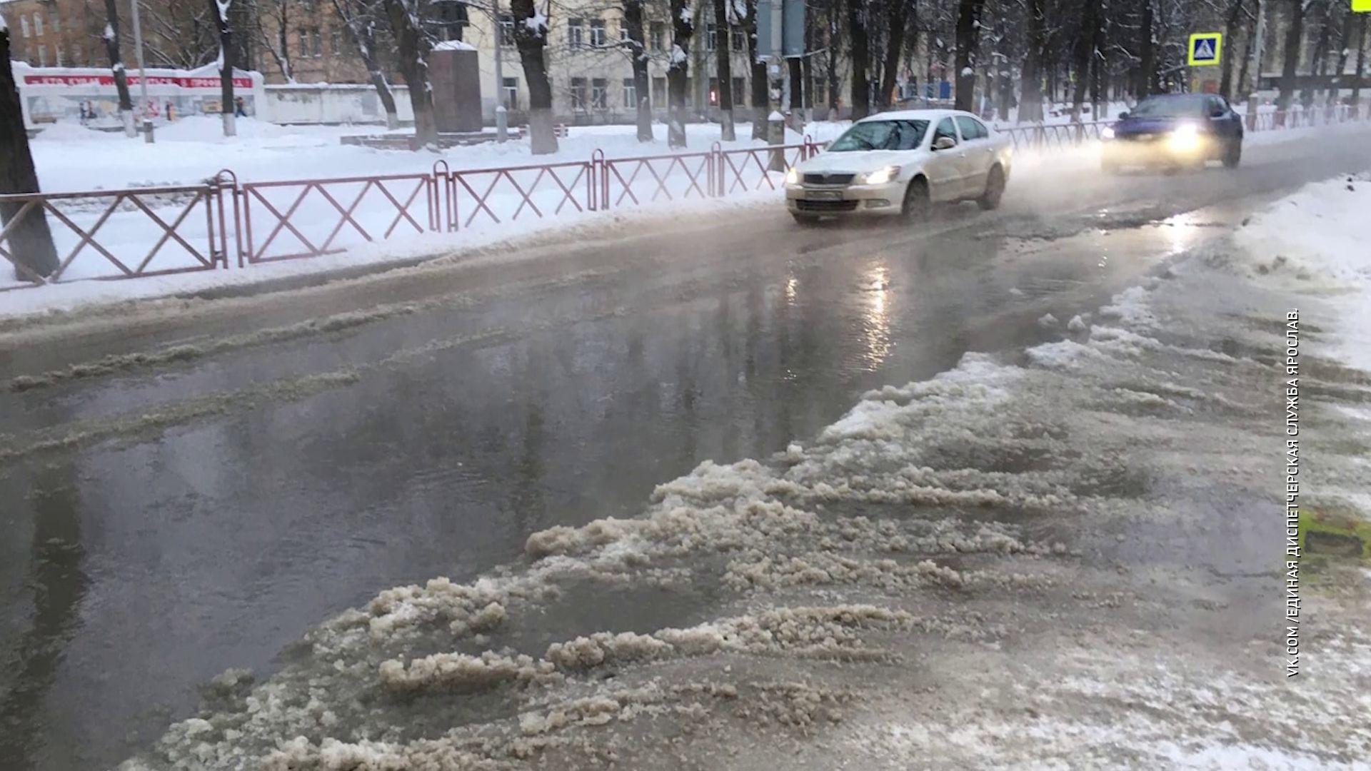 В Ярославле затопило улицу Стачек