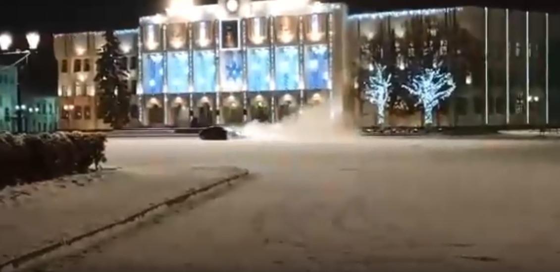 Сотрудники полиции установили водителя, устроившего ночной «дрифт» на Советской площади