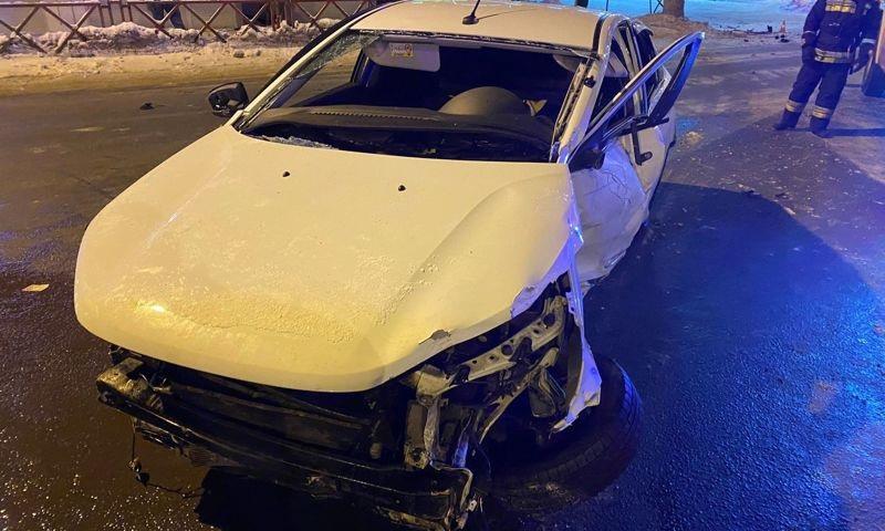 В Ярославле водитель устроил серию ДТП, решил скрыться, но врезался в дерево