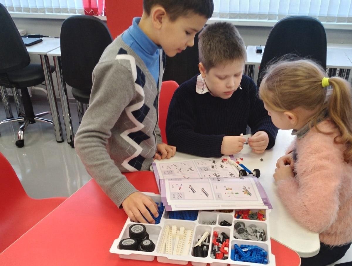 150 учеников Октябрьской школы Рыбинского района каждый день занимаются в «Точке роста»