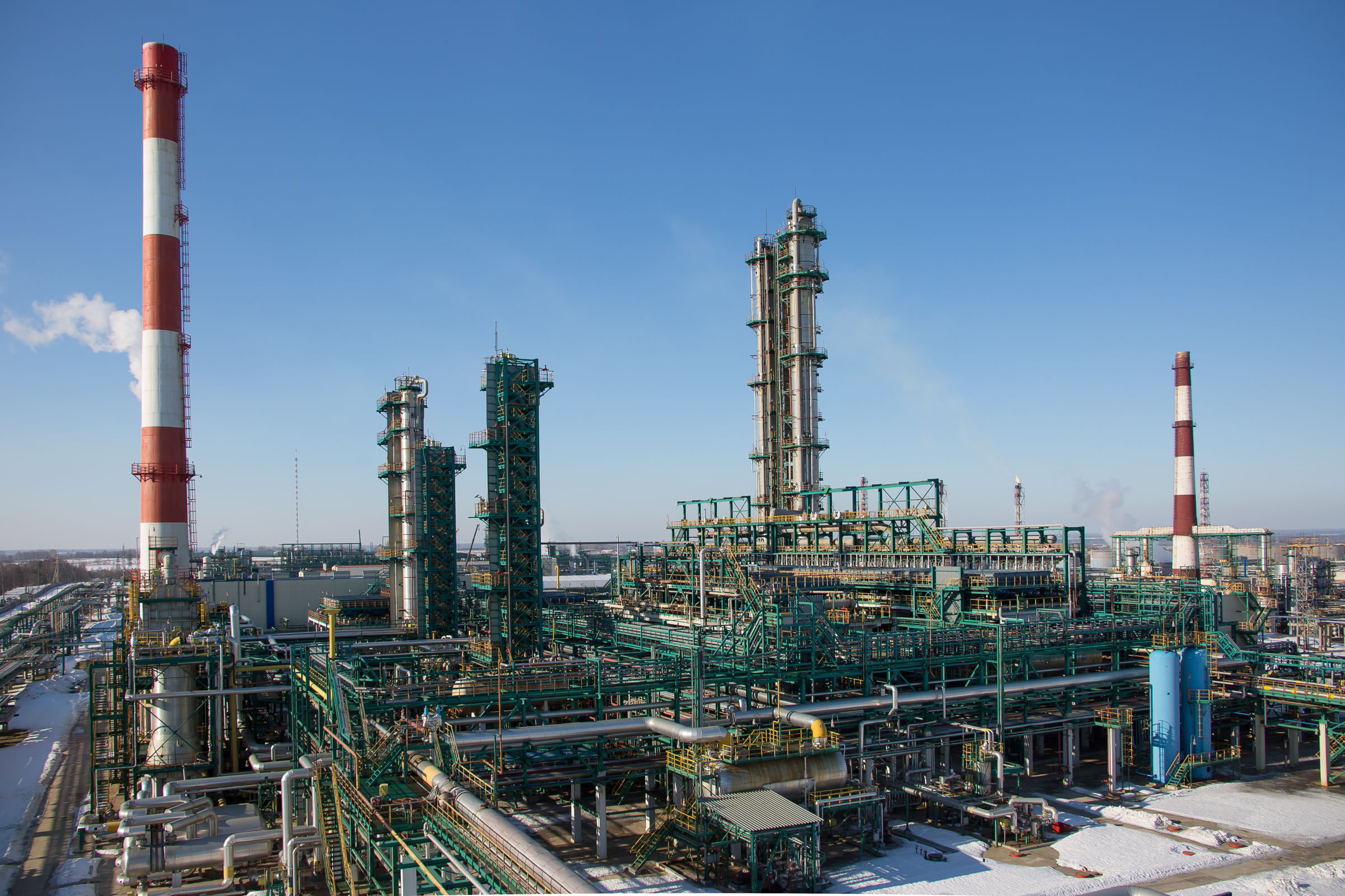 ЯНОС начал производство бензина АИ-100