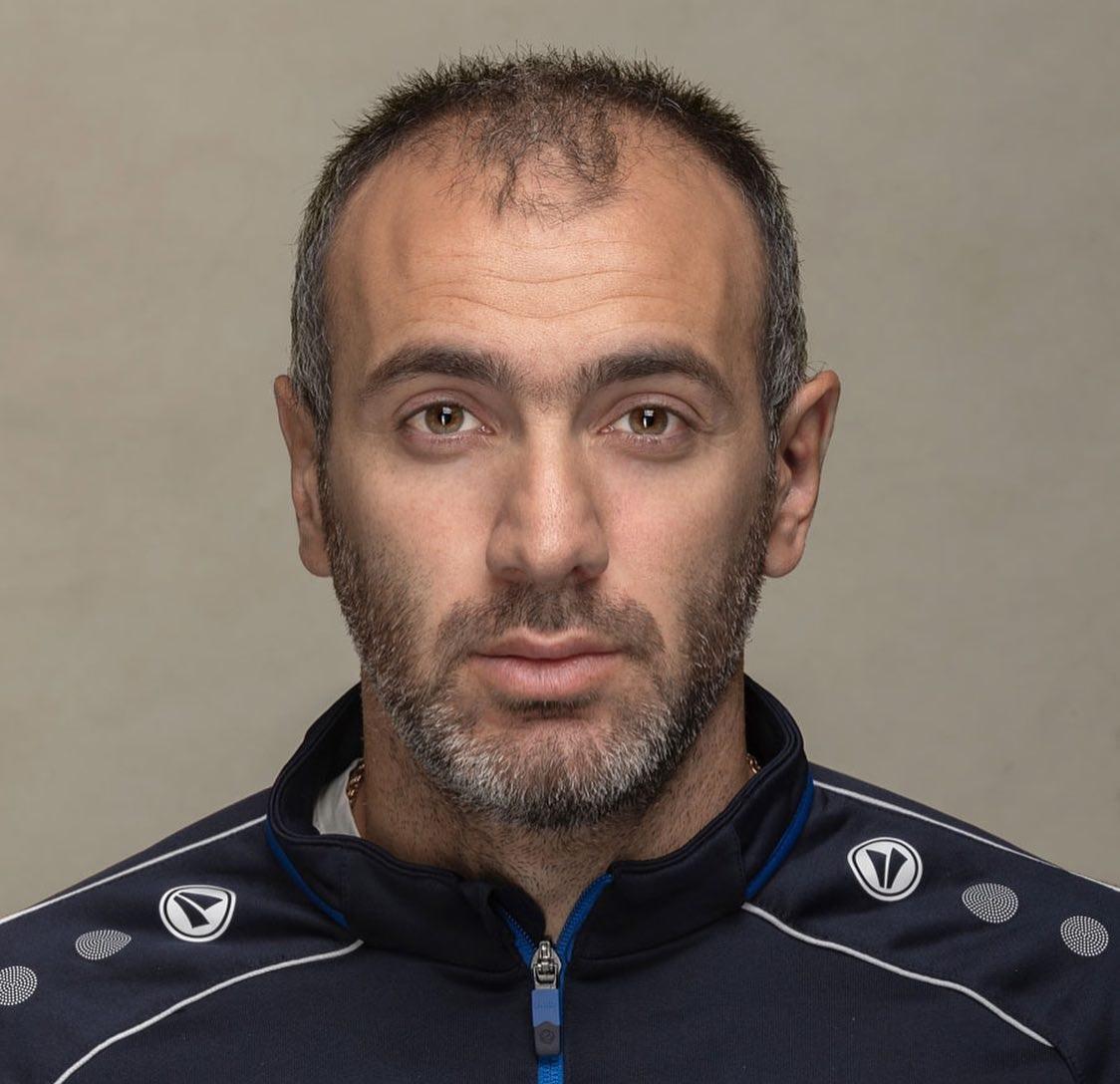 «Есть люди, которым некому помочь»: врач ярославского «Шинника» по шесть часов в день возил врачей по больным