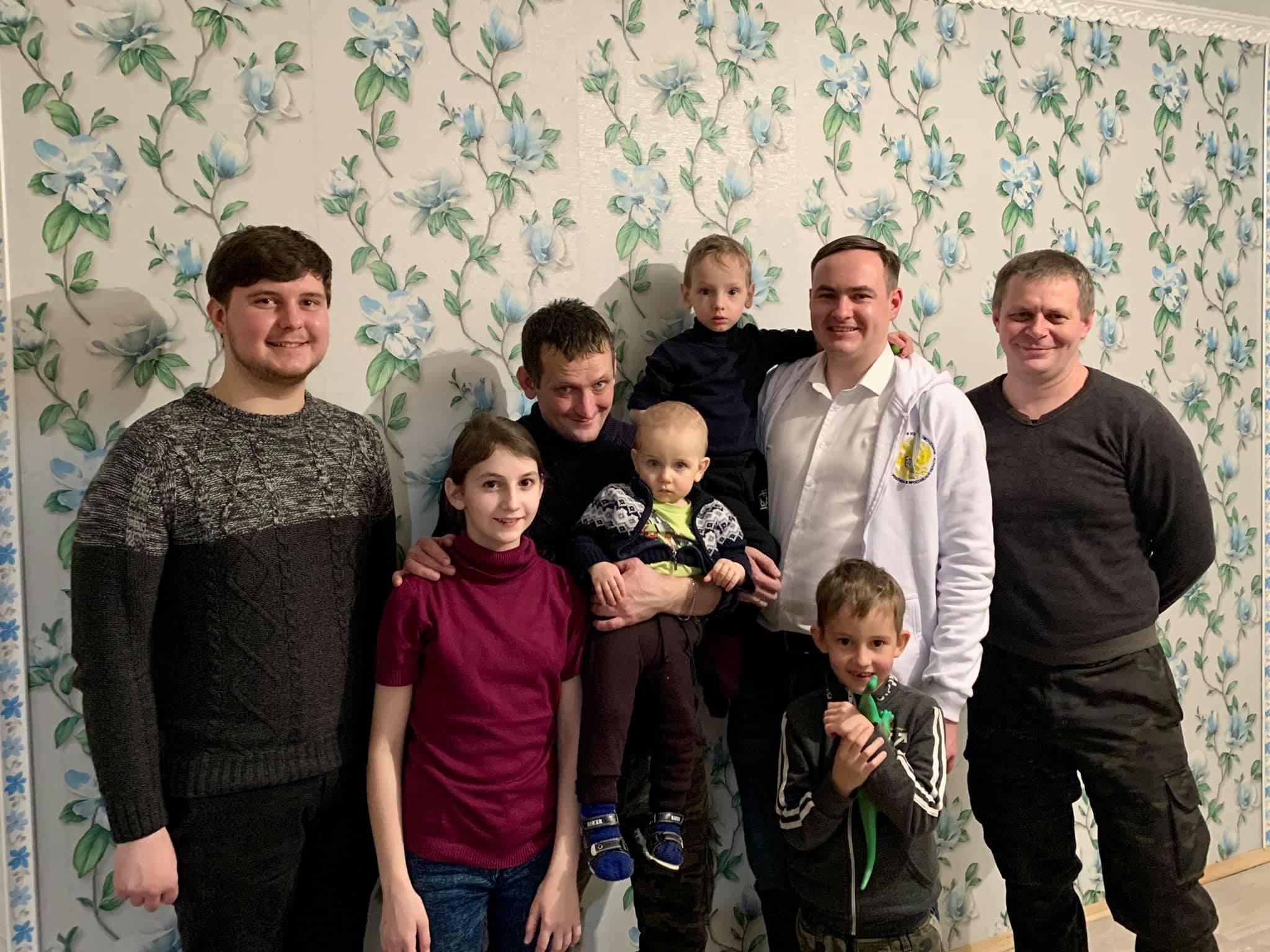 Военному из Ростова, который был вынужден ходить на службу вместе с шестимесячным сыном, помогли купить квартиру