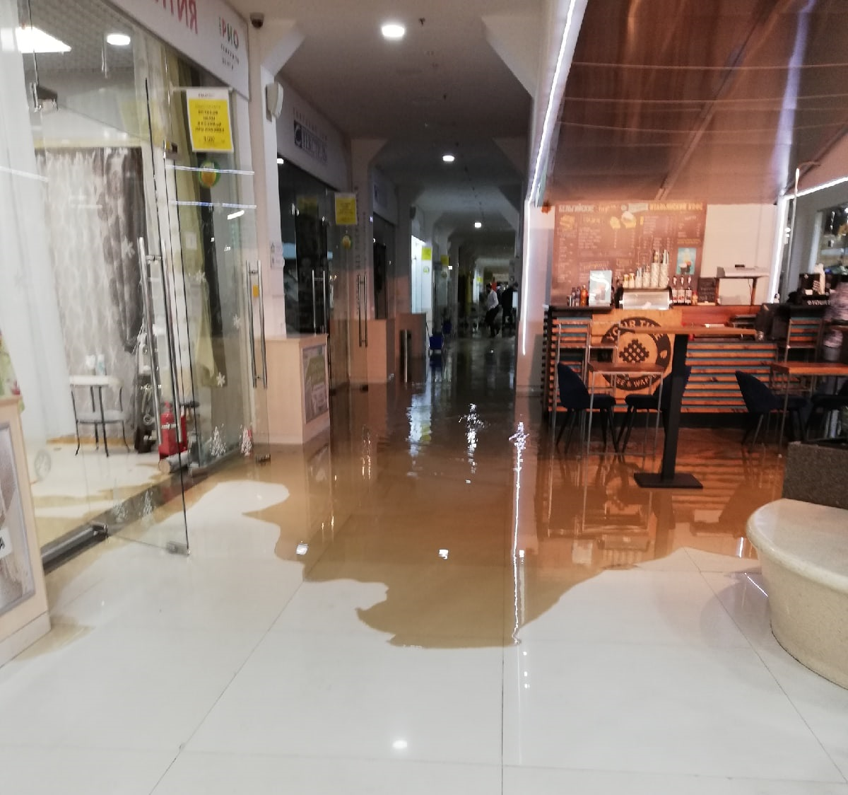 Администрация ярославского торгового центра прокомментировала утренний потоп в здании
