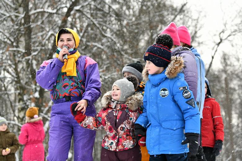 Народные гуляния в честь 50-летия «Золотого кольца» прошли во дворах и парках