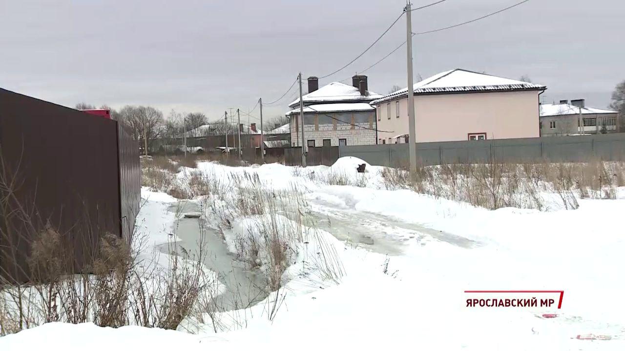 В поселке Карачиха затопило дренажную канаву
