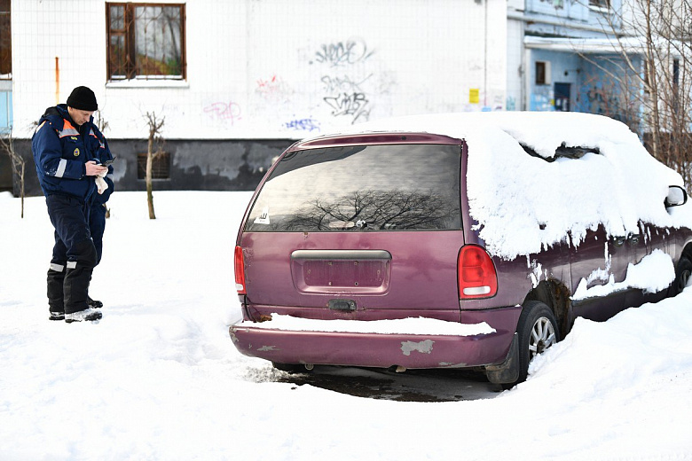 В Ярославле продолжают вывозить с городских улиц брошенные автомобили