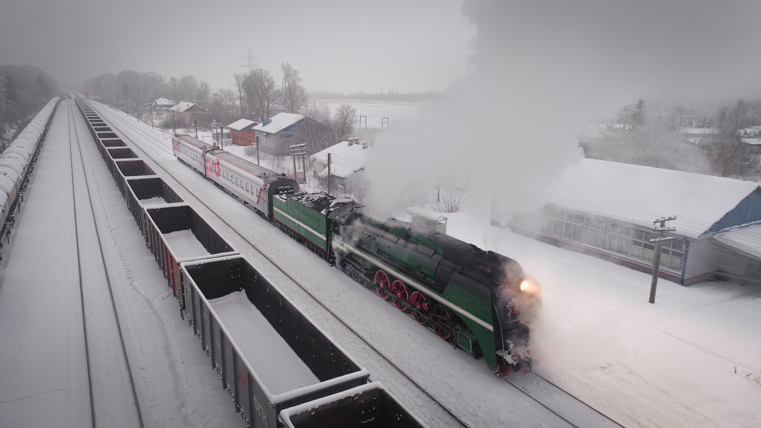Популярный ретро-поезд Ярославль – Рыбинск сняли с воздуха