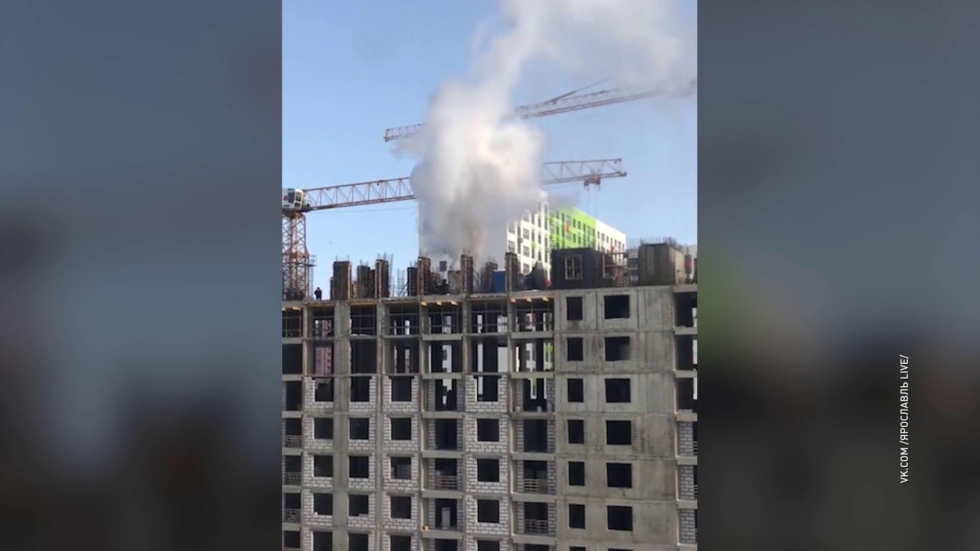 В Ярославле в недостроенной многоэтажке произошел пожар